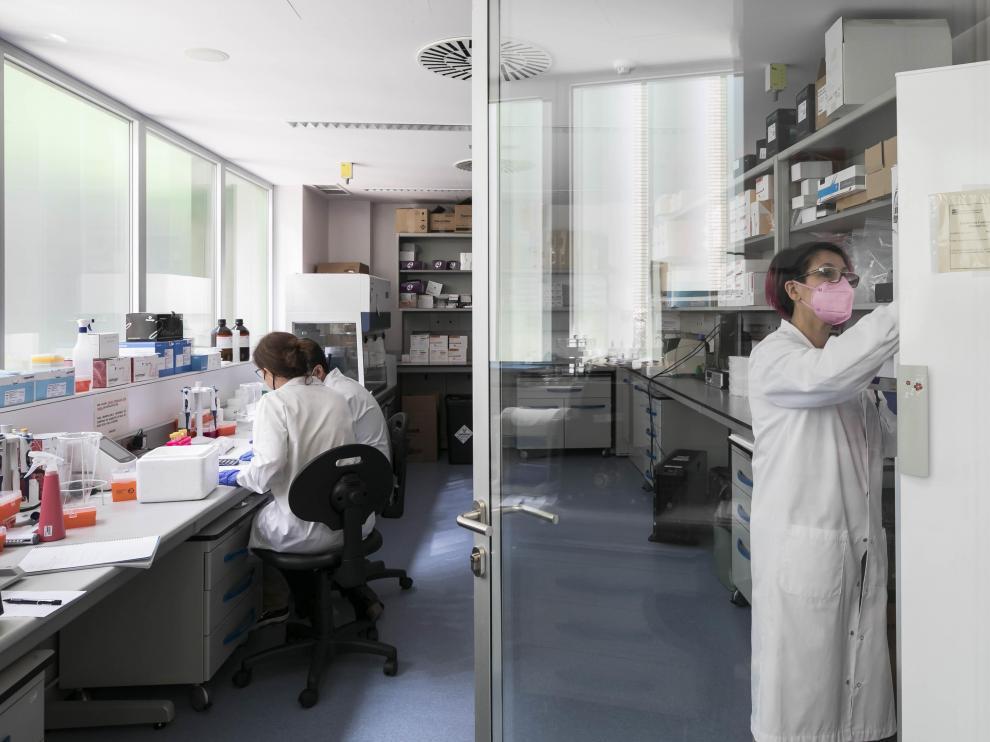 Trabajadores del laboratorio satélite, en la sede del Centro de Investigación