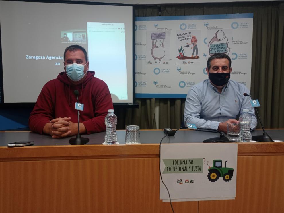 Los secretarios generales de UAGA y UPA-Aragón, durante la presentación de la tractorada en Zaragoza.