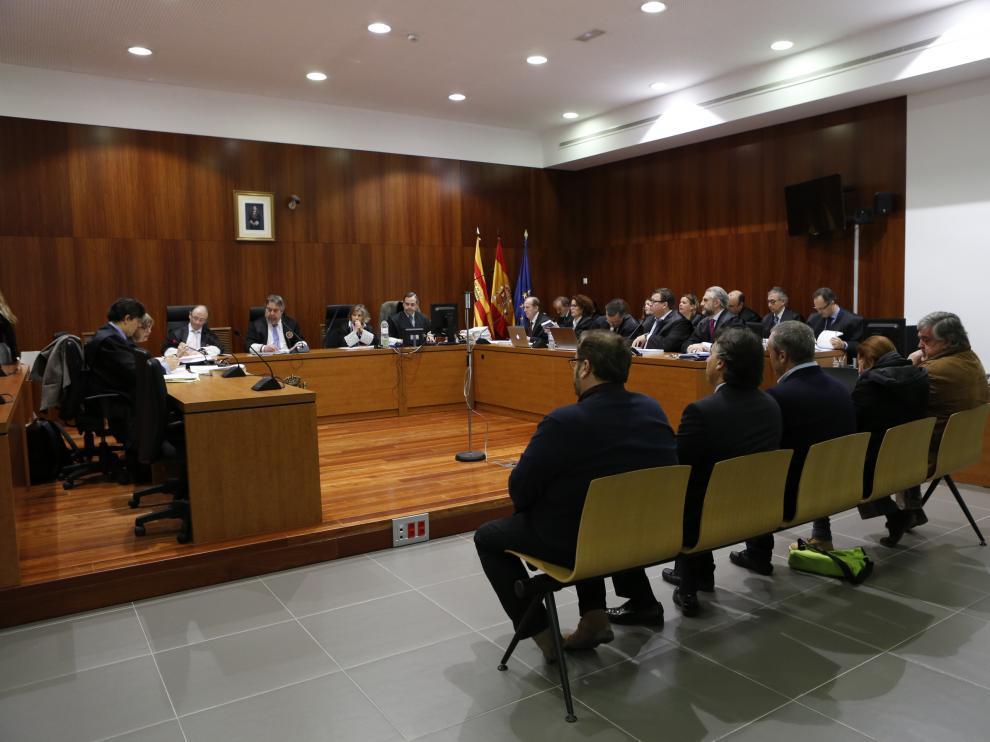 Los acusados, en la Audiencia Provincial de Zaragoza.