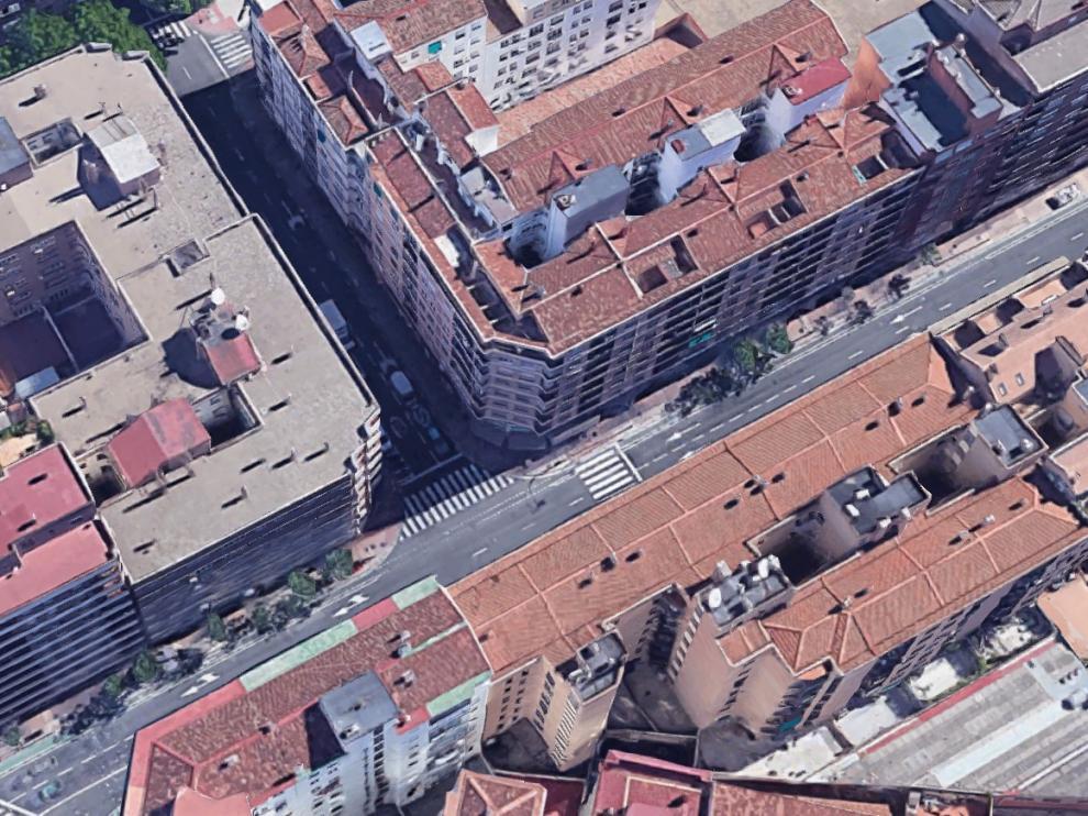 Los hechos han tenido lugar en el Camino de las Torres de Zaragoza, en su confluencia con la calle Joaquín Sanz.