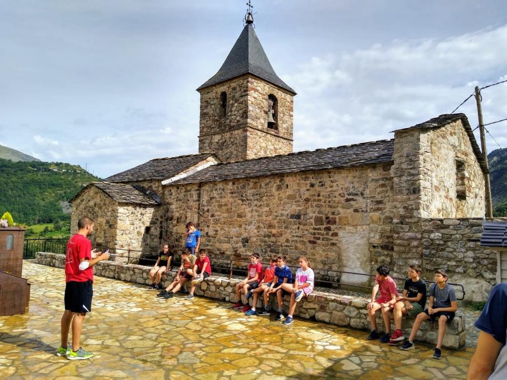 Foto de una de las actividades realizadas el año pasado por el albergue juvenil Velarta en el valle de Benasque.