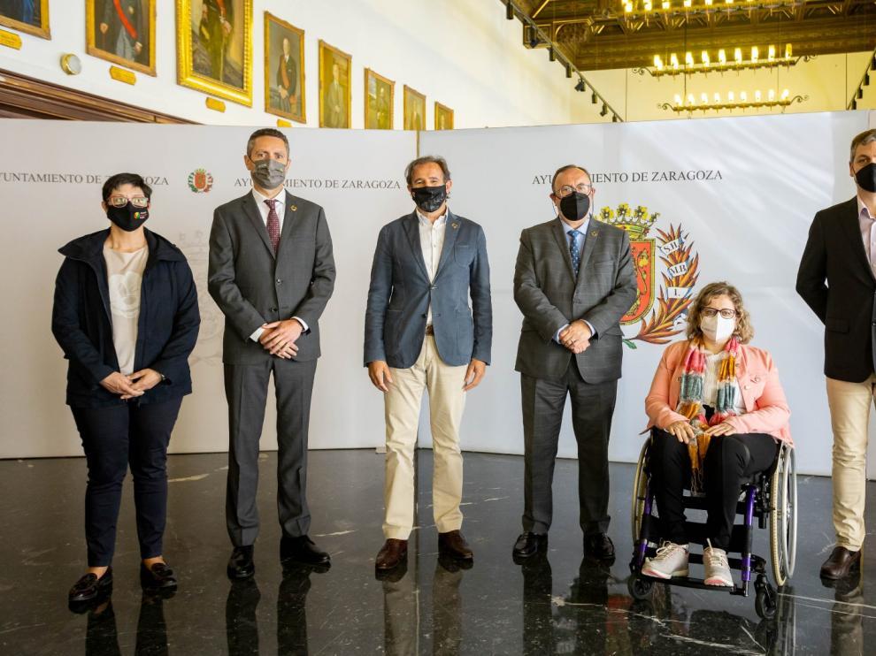 El concejal de Acción Social, Ángel Lorén, con representantes de las entidades de personas con discapacidad
