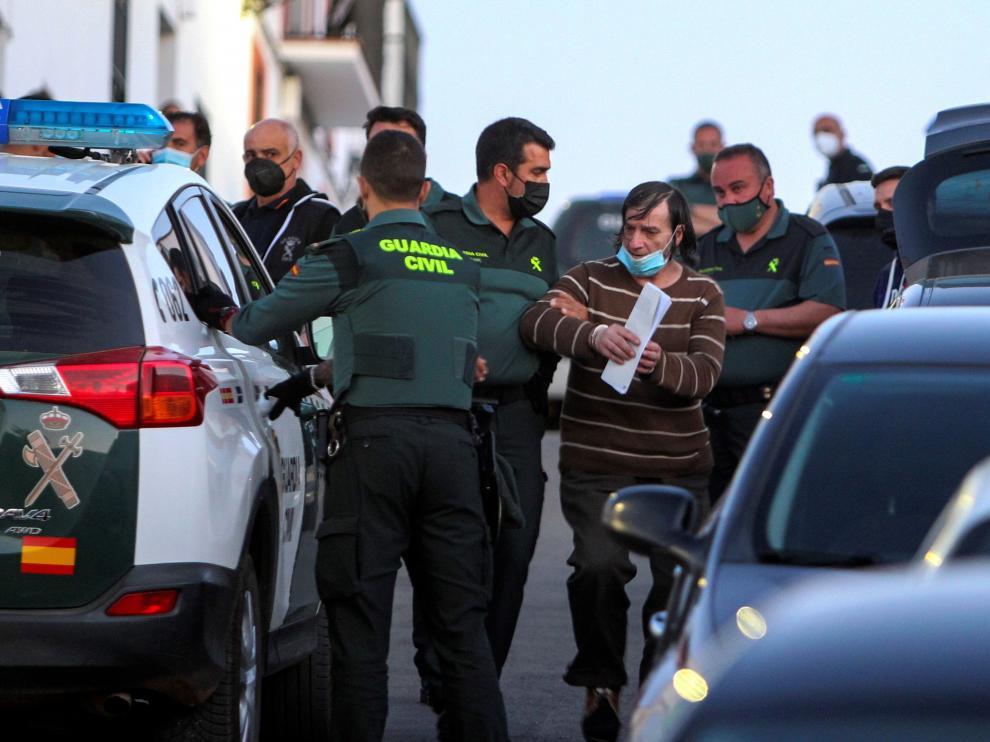Momento de la detención en Los Santos de Maimona