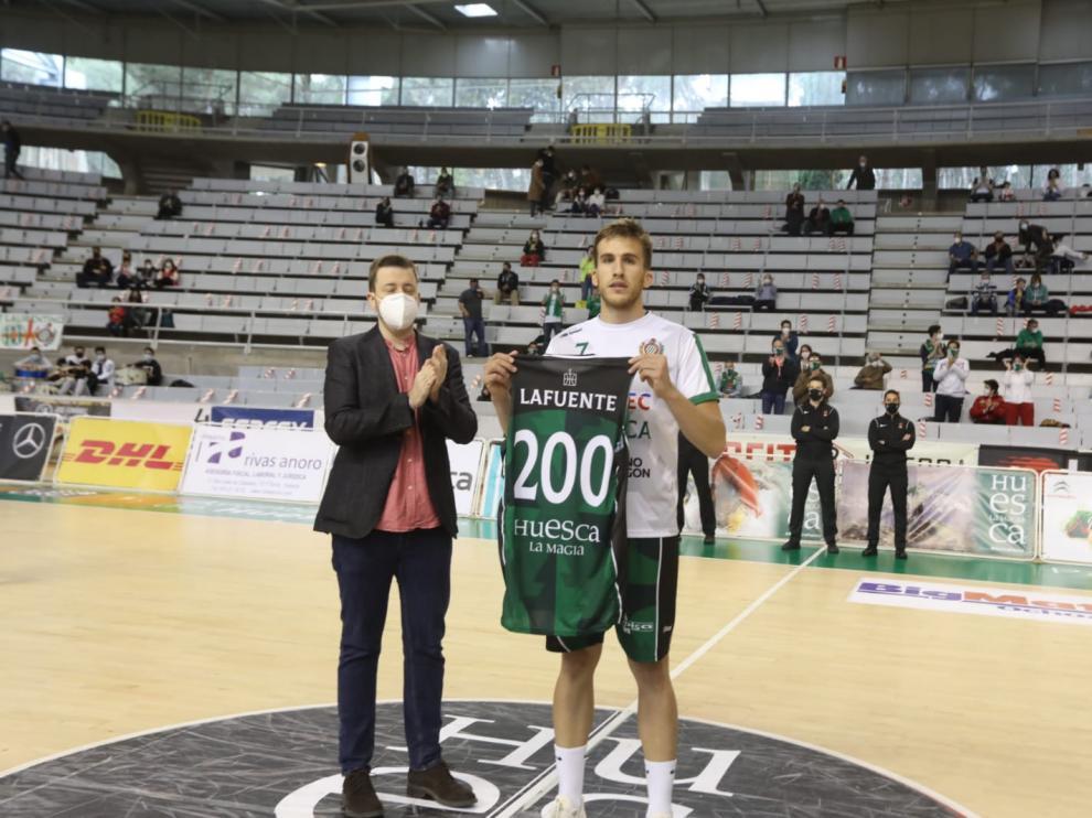 Jorge Lafuente fue homenajeado antes del encuentro por alcanzar los 200 partidos con el Levitec.