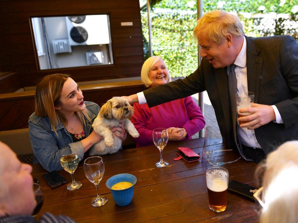 El primer ministro Boris Johnson, de visita en Wolverhampton