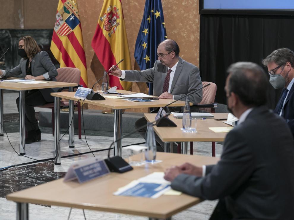 Lambán durante el encuentro para la recuperación y transformación de Aragón