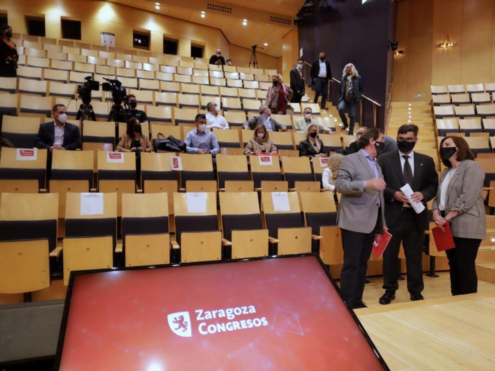 La vicealcaldesa, Sara Fernández, al inicio de la convención de Zaragoza Congresos celebrada este martes en el Auditorio.