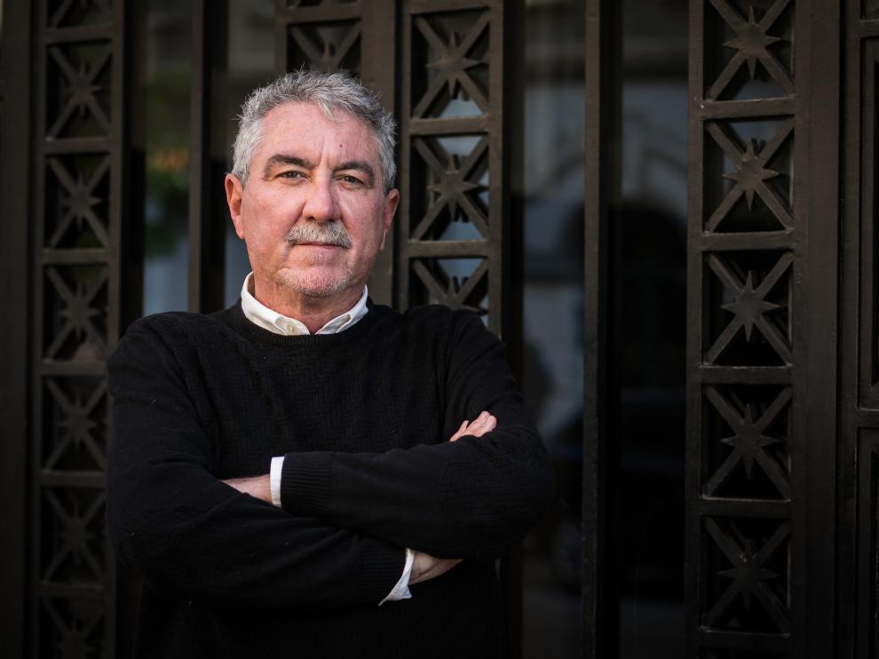 Manuel Avilés, exdirector de la prisión de Nanclares de Oca, en su visita a Zaragoza para presentrar su libro 'De prisiones, putas y pistolas' (Sinficción).