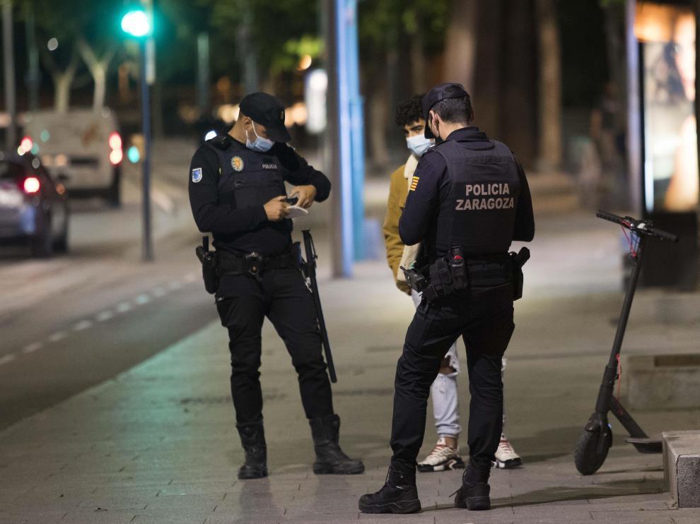 Dispositivo de la Policía Local y Nacional para controlar las zonas de botellón de Zaragoza