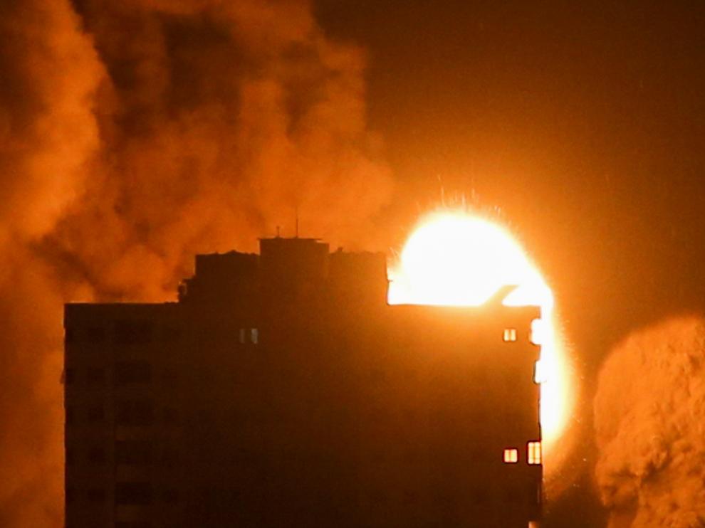 Bombardeo israelí en Gaza la madrugada de este lunes.