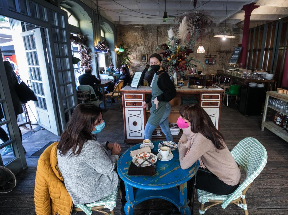 La cafetería Doña Hipólita ocupa lo que fue un antiguo almacén de paños.