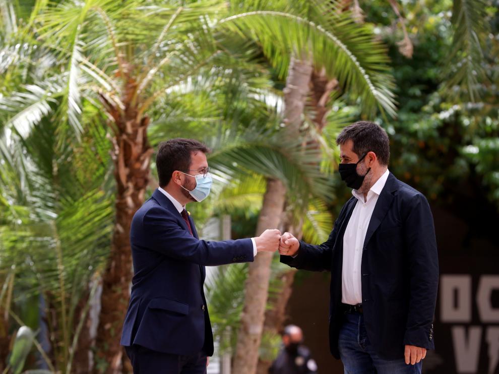 El coordinador de ERC, Pere Aragonès, y el secretario general de JxCat, Jordi Sanchez, este lunes.