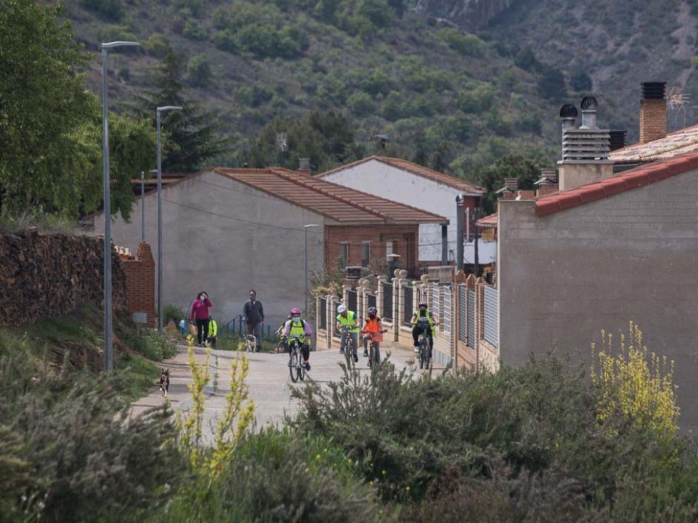 Grupo de alumnos en excursión a la antigua mina de Alpartir