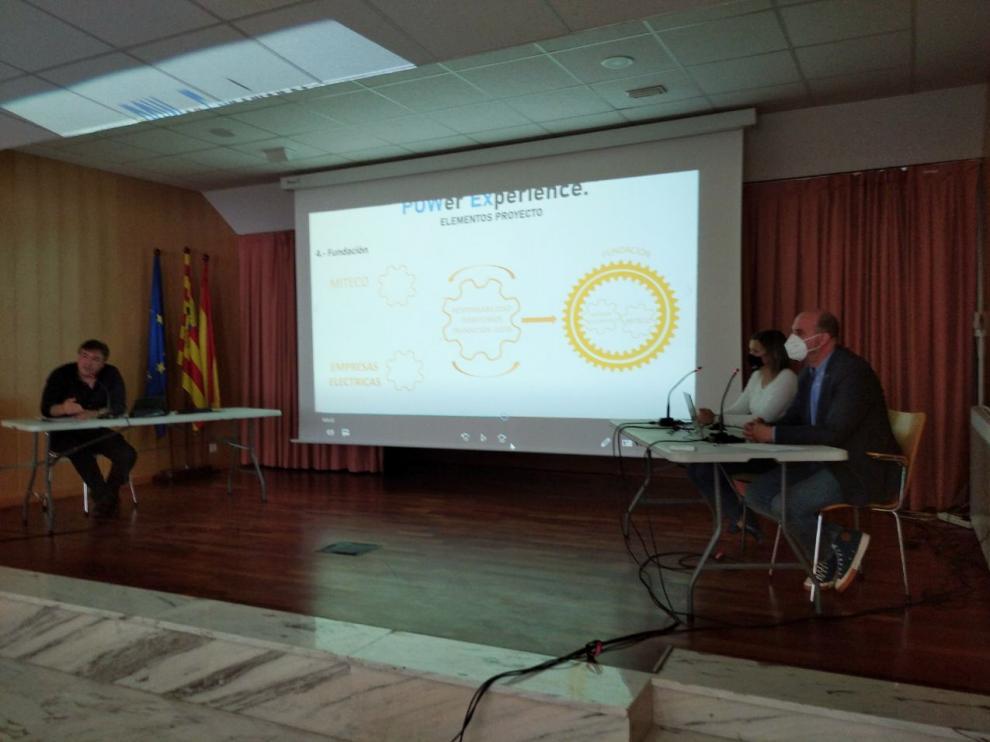 Los parlamentarios de Teruel Existe Tomás Guitarte, Bea Martín y Joaquín Egea, en la presentación de 'Power experience' en Utrillas.