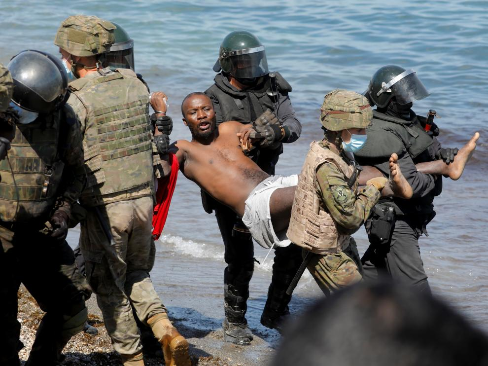 Thousands of migrants cross the Spanish-Moroccan border