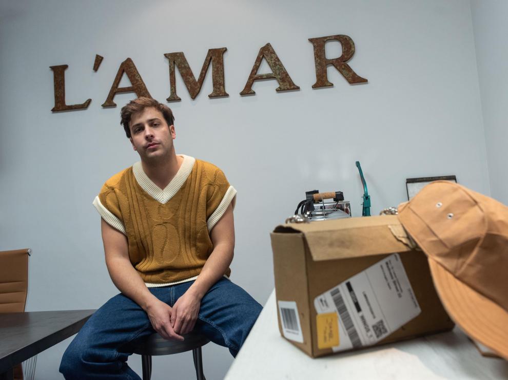 El diseñador Nacho Lamar, que representará este viernes a Aragón en el Premio Nacional de Diseño Joven.