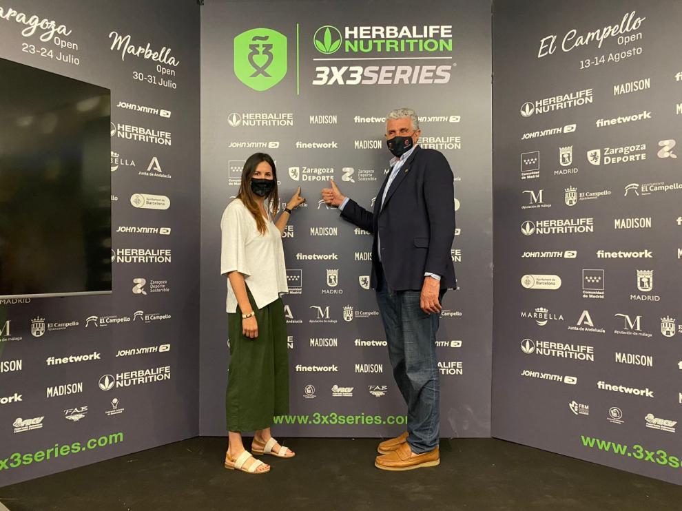 La concejala de Deportes, Cristina García, junto al Embajador FEB Fernando Romay