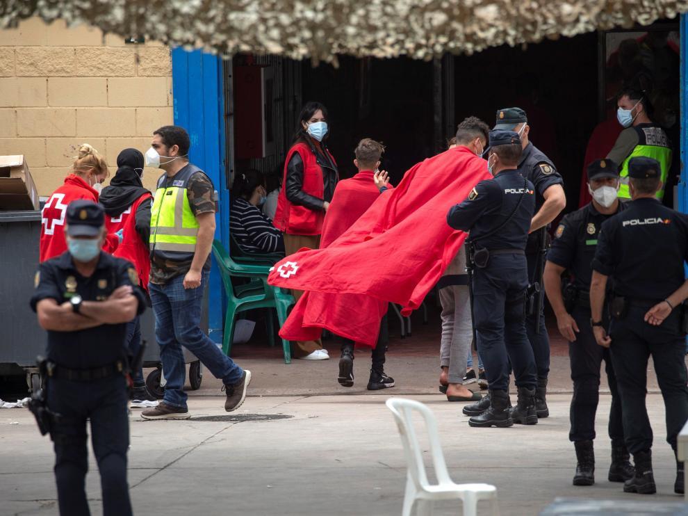 850 menores inmigrantes permanecen en la ciudad española de Ceuta