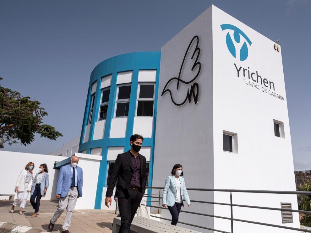 La ministra de Sanidad visitó la Fundación Canaria Yrichen