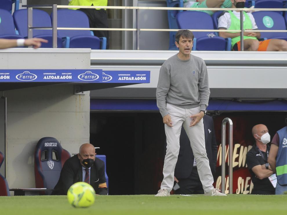 Pacheta, en un momento del partido frente al Valencia en El Alcoraz.
