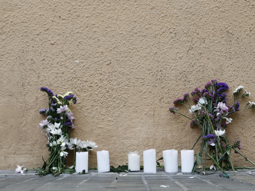 Concentración por la mujer asesinada en Zaragoza por su pareja.