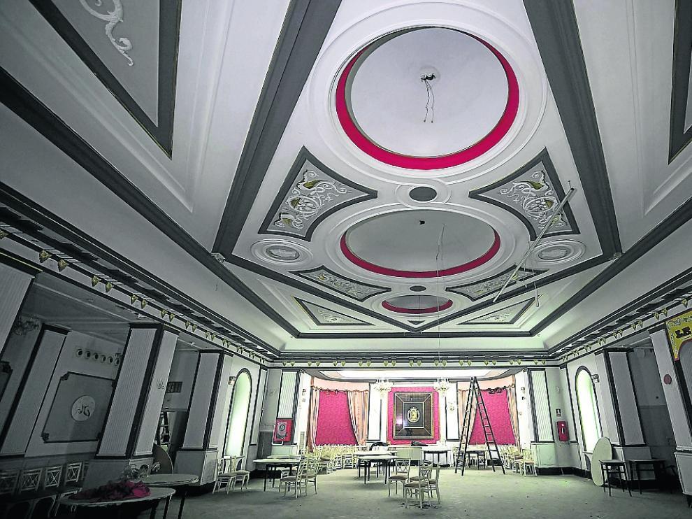 El salón principal conserva sus elementos más representativos a la espera de un nuevo uso.