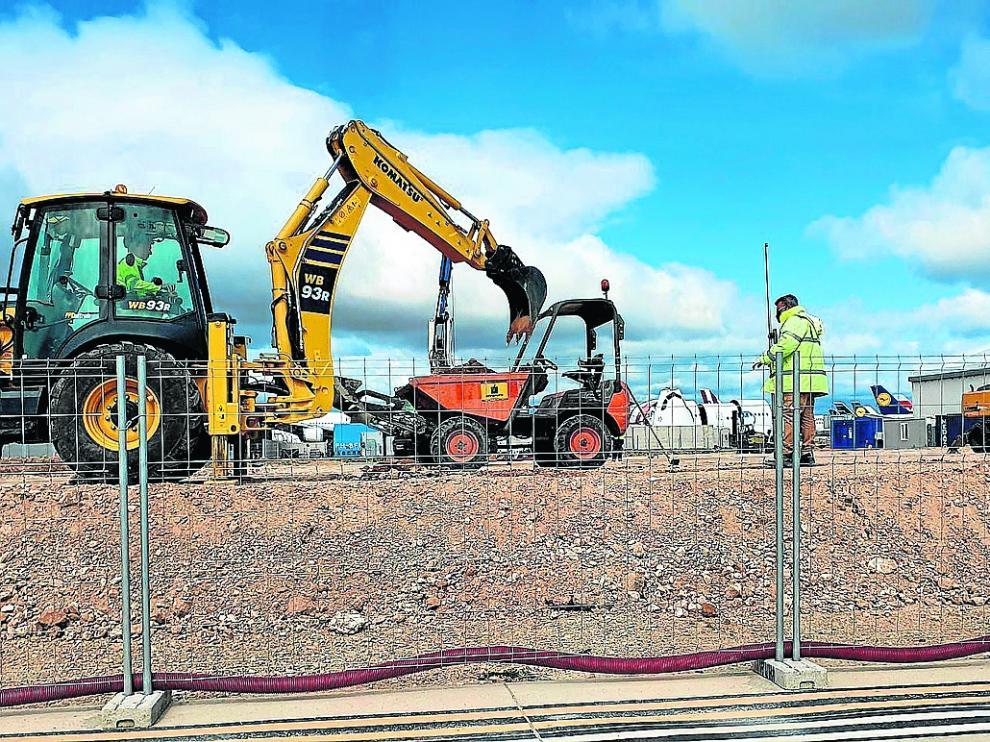 La construcción de una nave para logística es una de las obras en marcha en el aeropuerto.