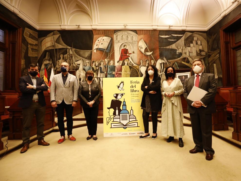 Víctor Lucea, David Lozano, Mercedes Trébol, Marina Heredia, Ángela Labordeta y Ángel Gálvez, en la presentación.