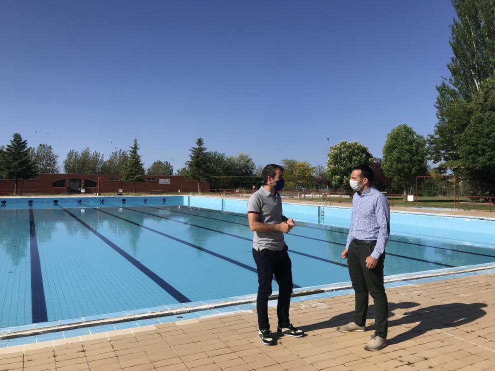 El concejal de Deportes, Carlos Aranda, y el técnico del Servicio Municipal de Deportes turolense, Tomás Martín