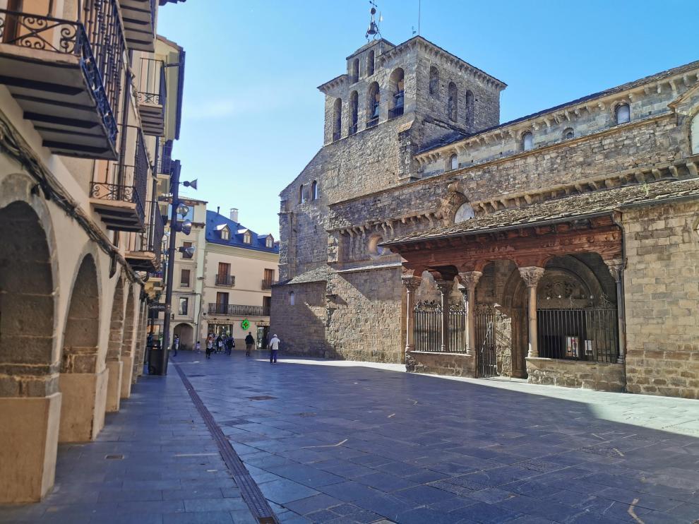 Imagen que presentaba la plaza de la Catedral de Jaca este martes por la tarde