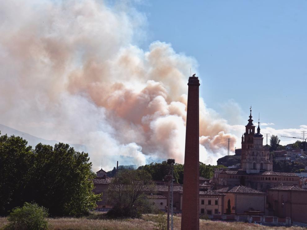 Columna visible desde las inmediaciones del incendio en las afueras de Tarazona.