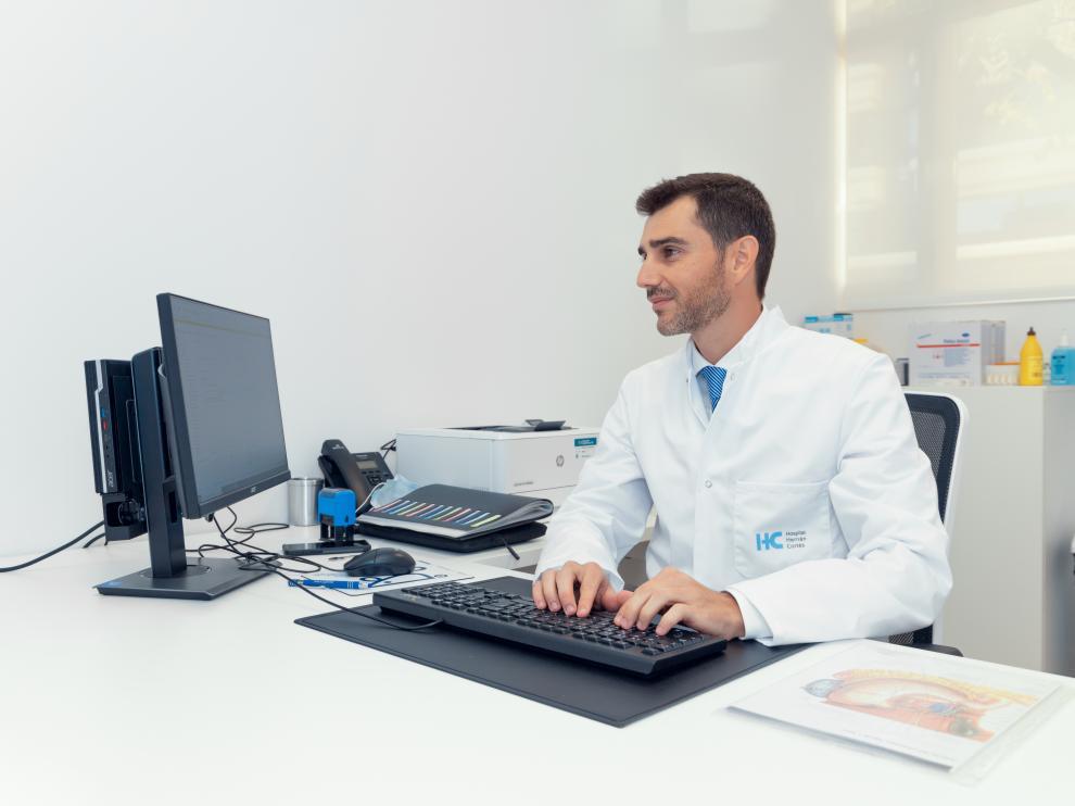 El doctor Álvaro Bueno, cirujano general y bariátrico en el hospital HC Miraflores,