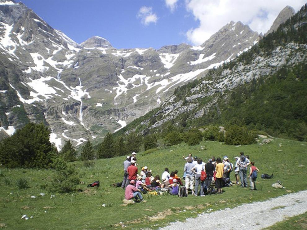 El Geoparque de los Pirineos se puede recorrer a través de rutas a pie.