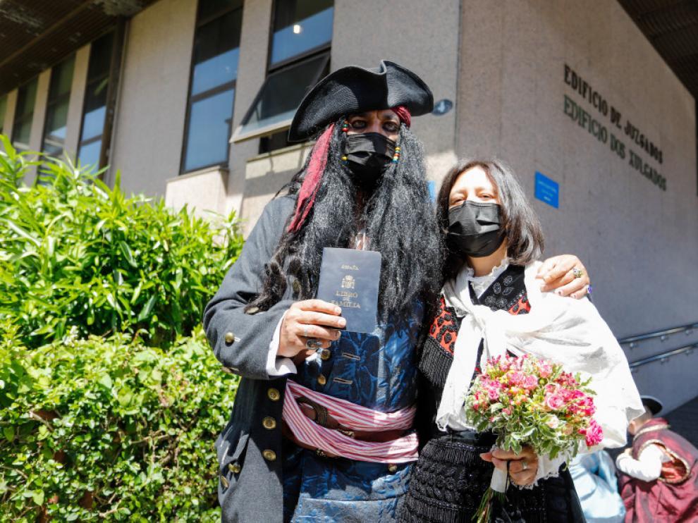 La pareja de Vigo ha logrado casarse con el novio disfrazado de Jack Sparrow.