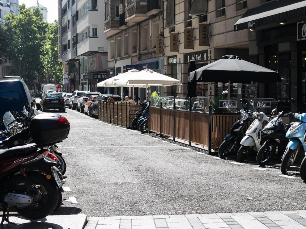 Terrazas en la zona azul en Zaragoza.