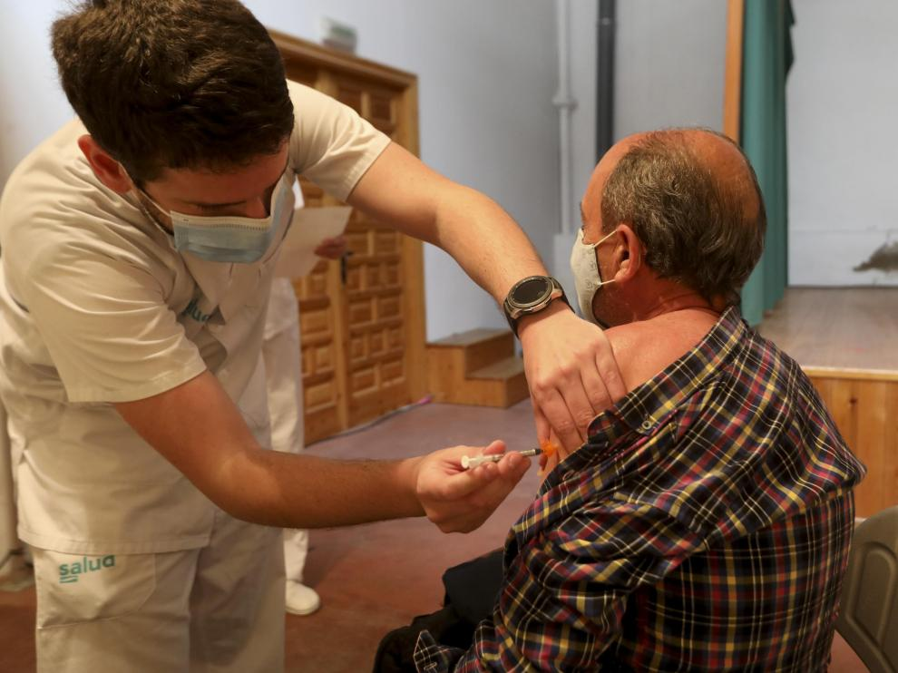 Vacunación en el local de vecinos de San Lorenzo, en Huesca