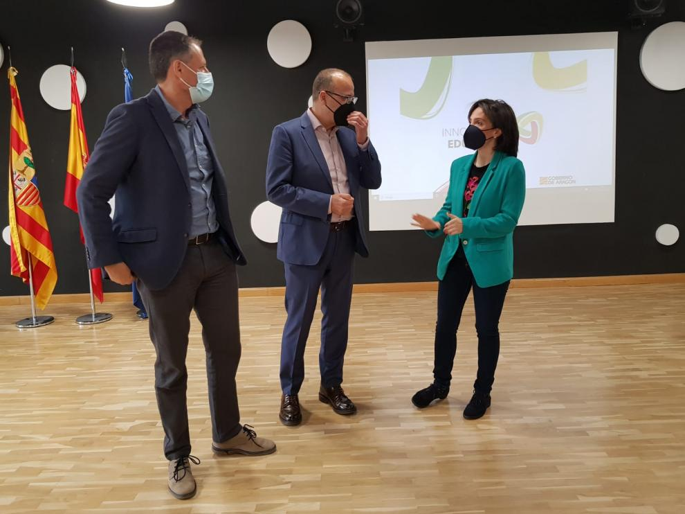 Antonio Martínez, Felipe Faci e Isabel Guerrero, durante la presentación del congreso de innovación educativa.