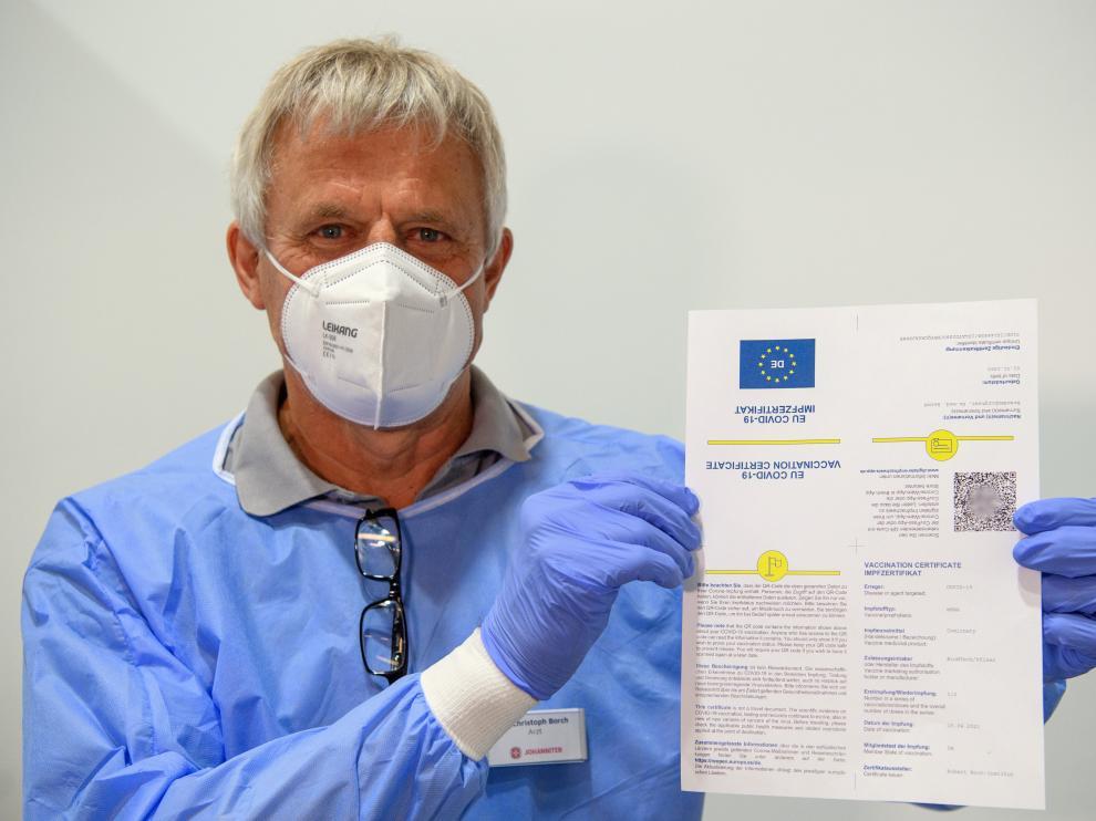 El pasaporte europeo de vacunación.