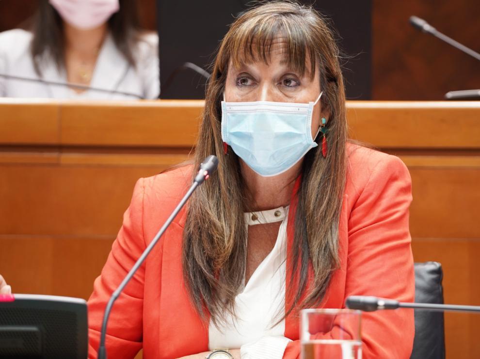 La consejera de Sanidad, Sira Repollés, ayer en las Cortes de Aragón