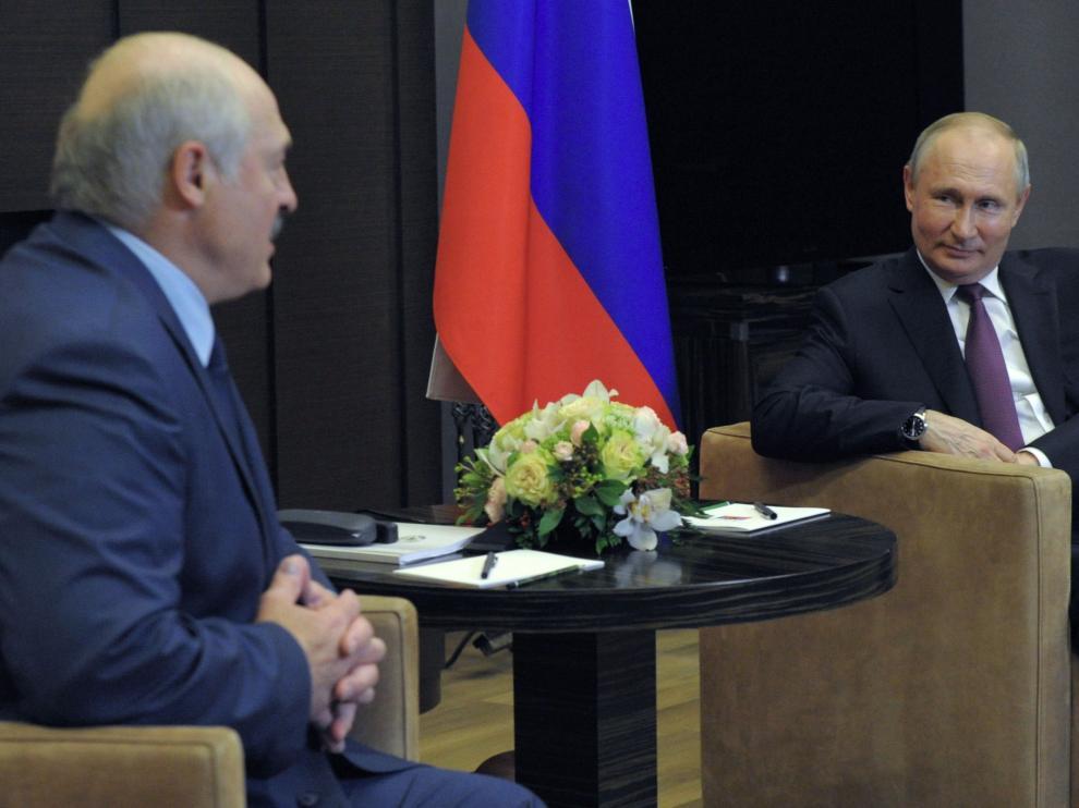 Russian President Vladimir Putin meets with Belarusian President Alexander Lukashenko