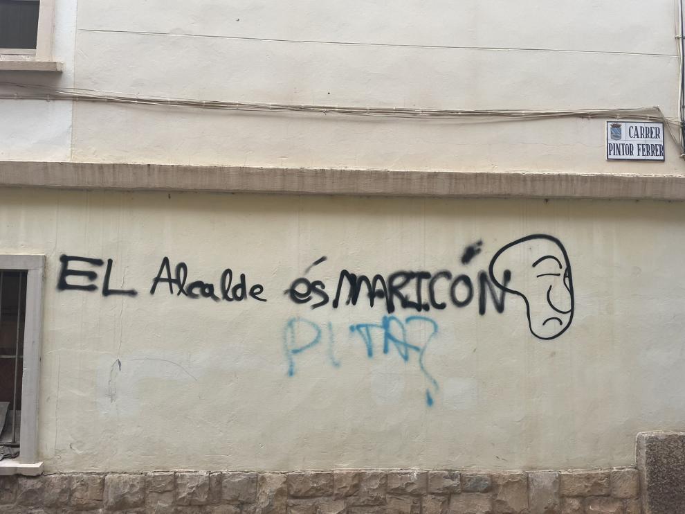 Una imagen de la pintada que ha denunciado en redes el alcalde de la localidad.