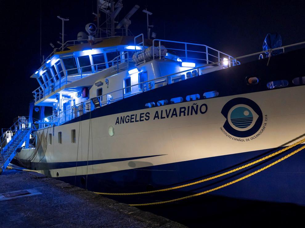 El buque Ángeles Alvariño ha salido de puerto pasado el mediodía.