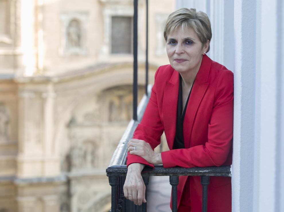 Inmaculada Cuesta, en un balcón de la redacción de HERALDO.
