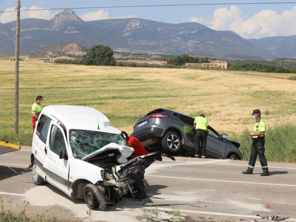 El accidente se ha producido por la colisión frontal de una furgoneta y un todoterreno en la A-132, cerca de Esquedas.