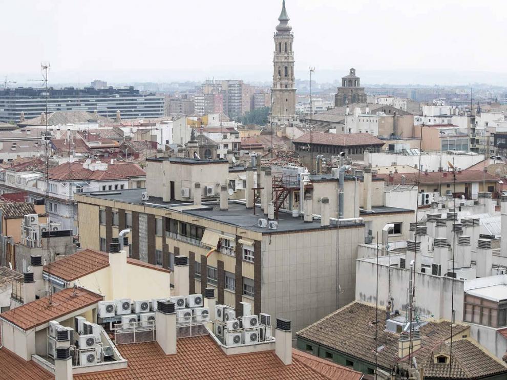 Fachadas de varias viviendas en Zaragoza