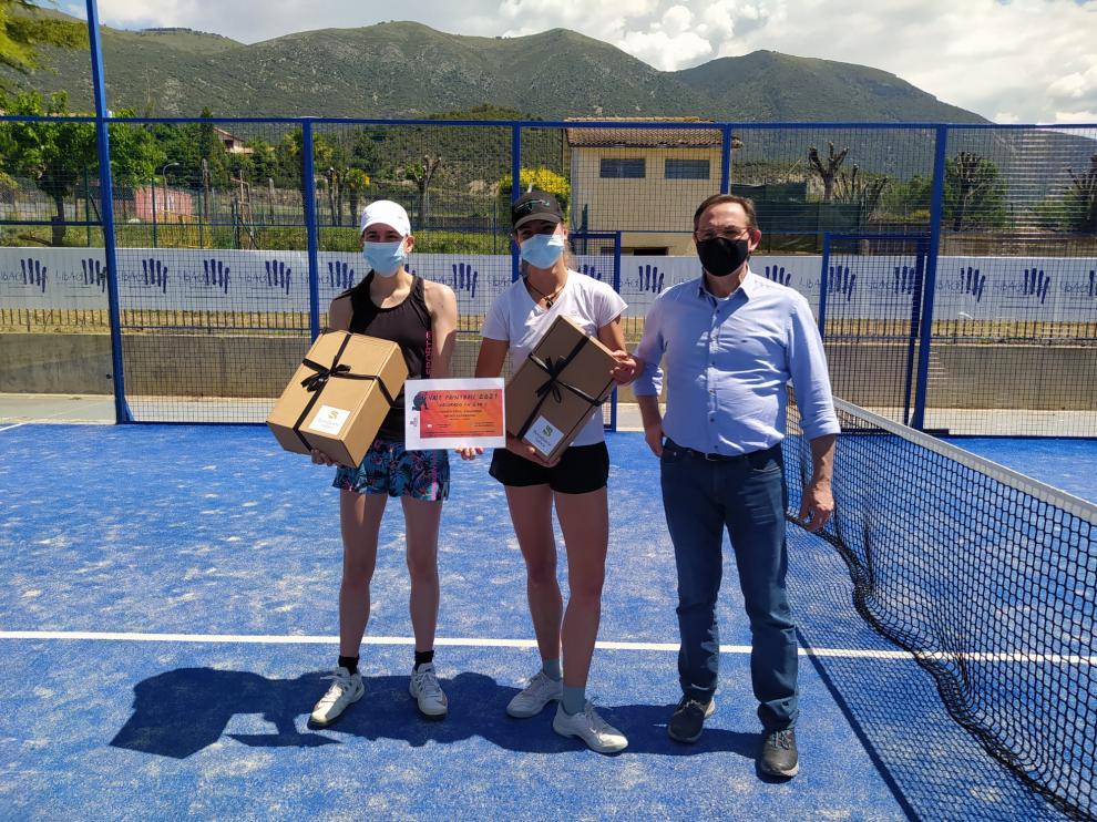 Pareja campeona del cuadro femenino del I Torneo Pádel Ribagorza.