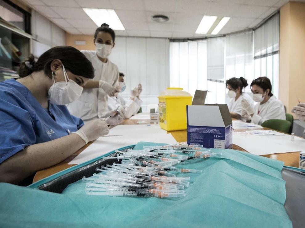 Vacunación con Janssen en el centro de salud de Las Fuentes Norte de Zaragoza.