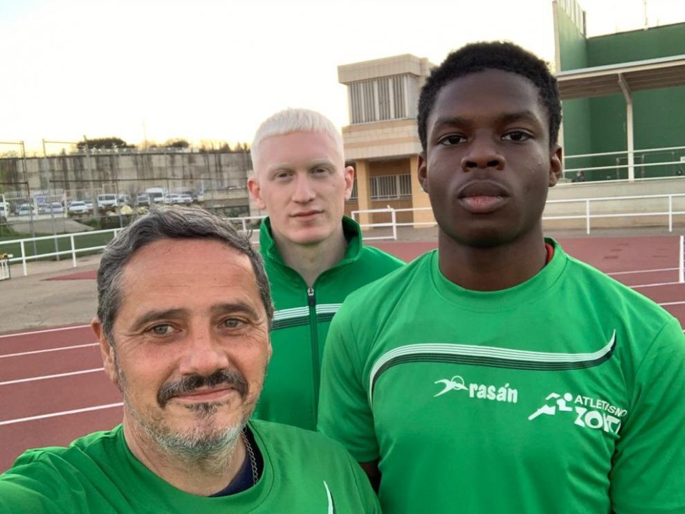 De izquierda a derecha, Martínez, Sancho e Ikhiuwu