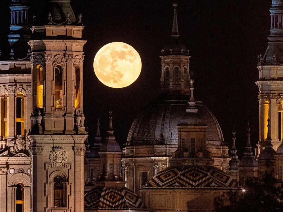 Superluna de las Flores del mes de mayo de 2021 en Zaragoza
