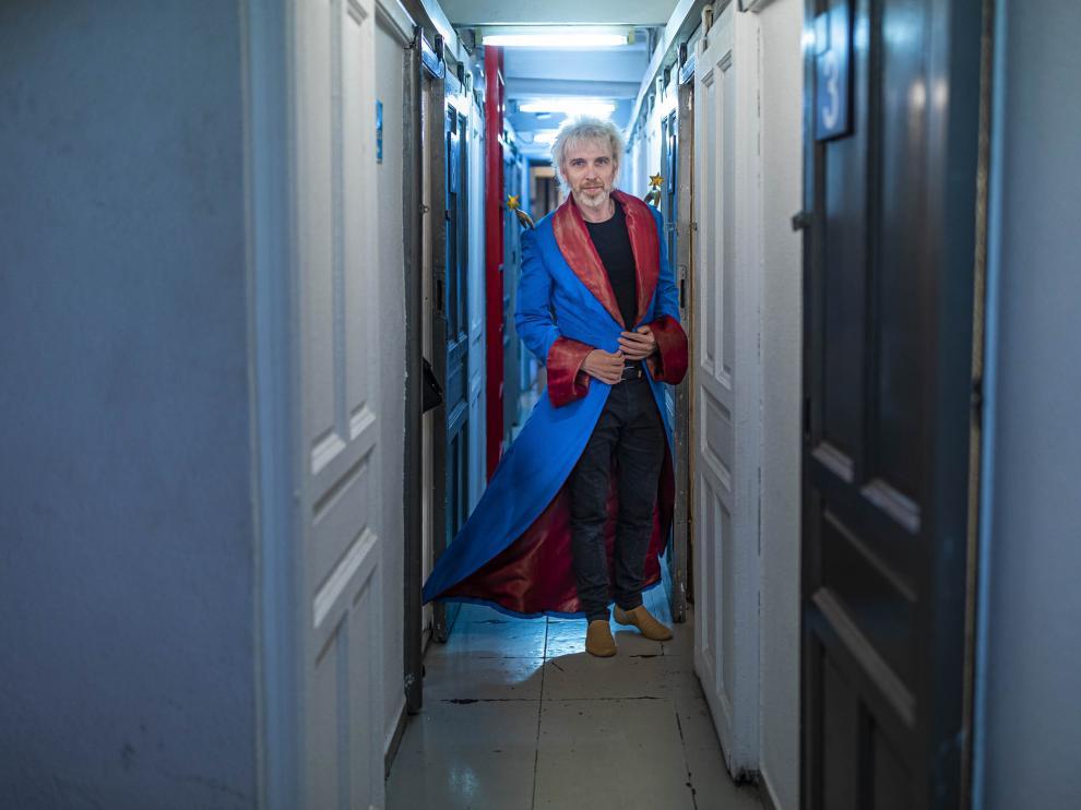 Shuarma, caracterizado como el Principito, el papel que interpretará en el Teatro Principal.